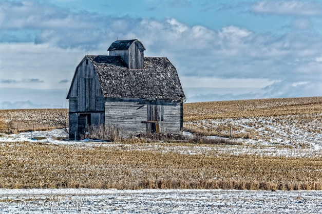 An old corn crib